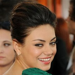 How to Get Mila Kunis' Elegant Golden Globes Hair & Makeup