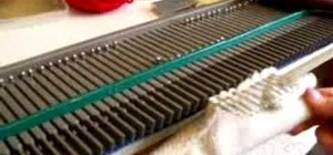 Hang a knitted hem on a knitting machine