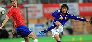 Do free kicks with soccer star Shunsuke Nakamura