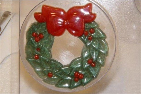 Make a holiday Christmas wreath with melt & pour soap