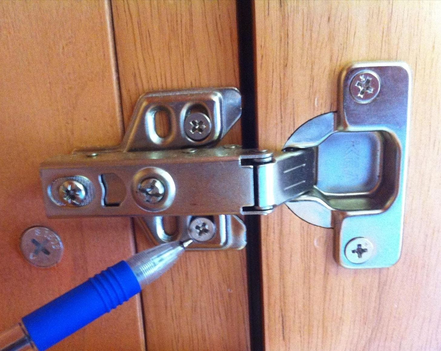 Adjusting Kitchen Cabinet Doors