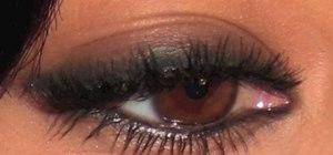 Create a wearable daytime smokey eye look