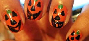 Paint Halloween pumpkin nails