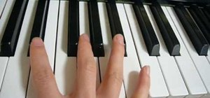 Play major chords on the piano