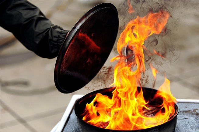 How To Safely Put Out A Grease Fire And Prevent Them