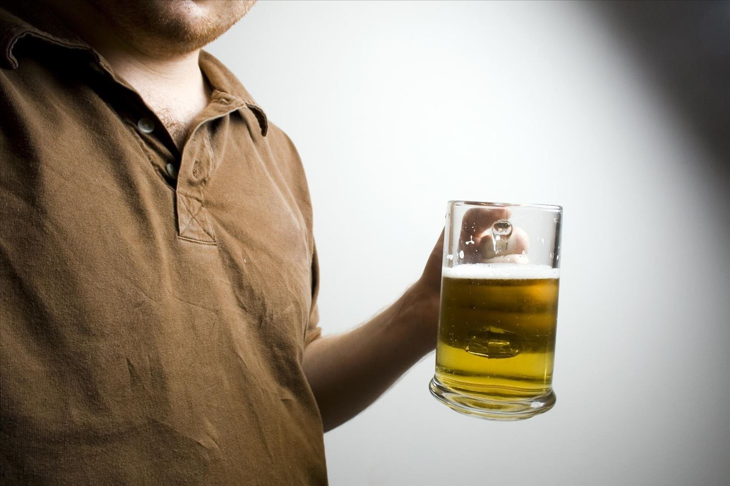 Body Language 101: How to Hold Your Beer & Body to Look & Feel More Confident