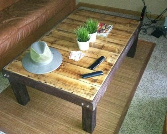 How to Make a Super Cheap Coffee-Stained Wood Pallet Coffee Table