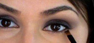 Create a soft and wearable daytime smokey eye for beginners
