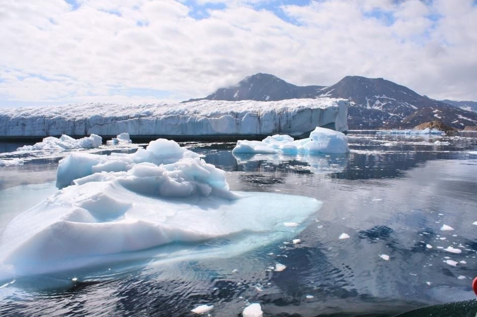 Melting Ice Sheets Are Releasing Toxins in Our Water — Bacteria Could Take Some of That Out of Play