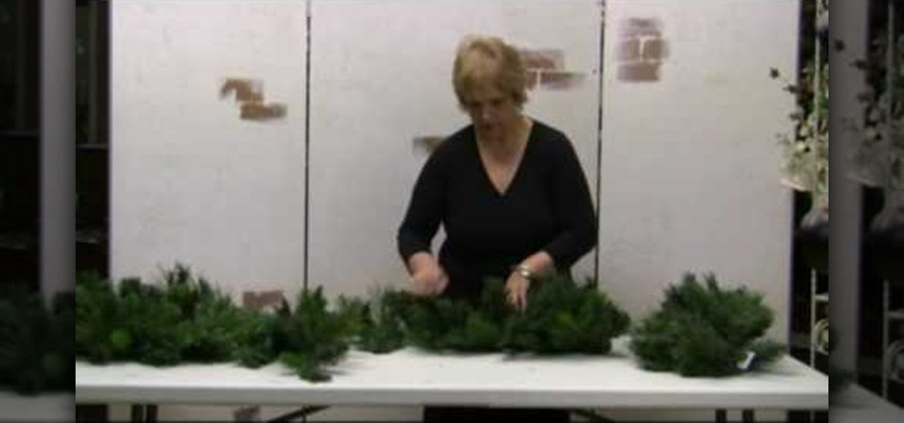 How To Fluff Fake Christmas Garlands Wreaths And Sprays