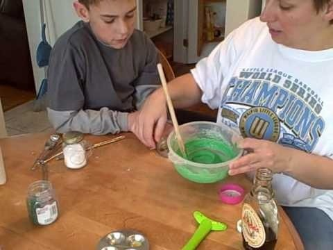 Make an Oscar the Grouch cake in the Easy Bake Oven
