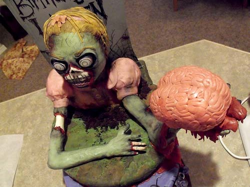 Eeek- Zombie Girl With Brain Cake