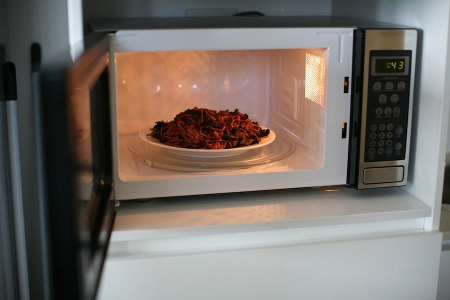 The One Trick You Need to Use When Microwaving Leftovers