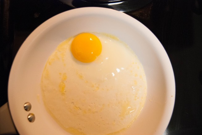 how to eat sunny side up eggs