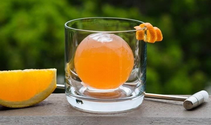 How to Chill a Cocktail Correctly (Yes, There's a Correct Way)