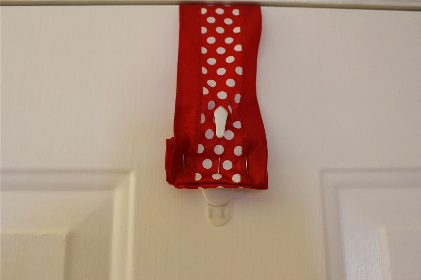 How to Hang a Christmas Wreath Without Damaging Your Door « Christmas Ideas