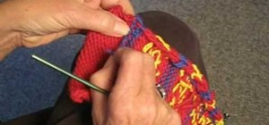 Weave in ends when knitting