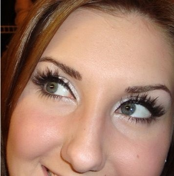Apply false eyelashes like a professional