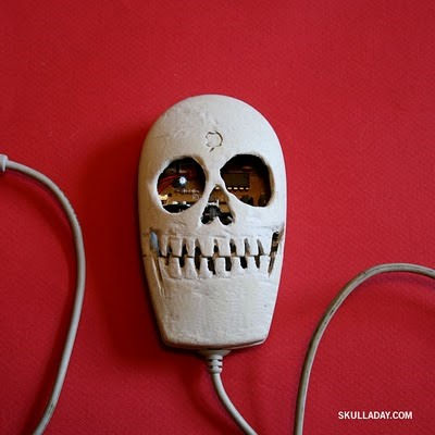 Build Your Own LEGO Skull from Noah Scalin's Skull-A-Day Project