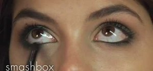 Create a green smoky eye with your makeup