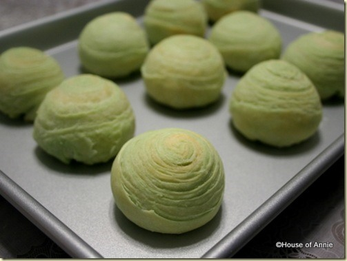 RECIPE: Chinese Pandan Spiral Moon Cakes