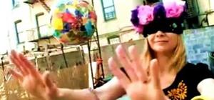 Makea piñata with household materials