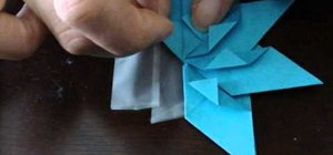 Fold a Christmas ornament out of origami paper