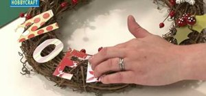 """Craft a rustic """"Noel"""" branch and paper wreath for Christmas"""