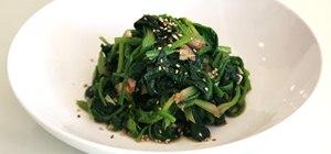 Make a spinach korean side dish, si geum chi na mool