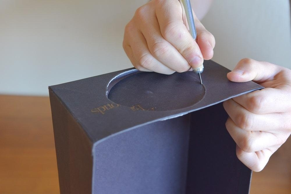 How to Turn a Cardboard Box into a Cheap DIY Smartphone Projector