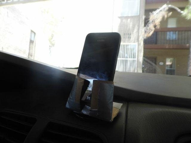 How to Turn a Toilet Paper Tube into a Car Dash Mount for Your Phone