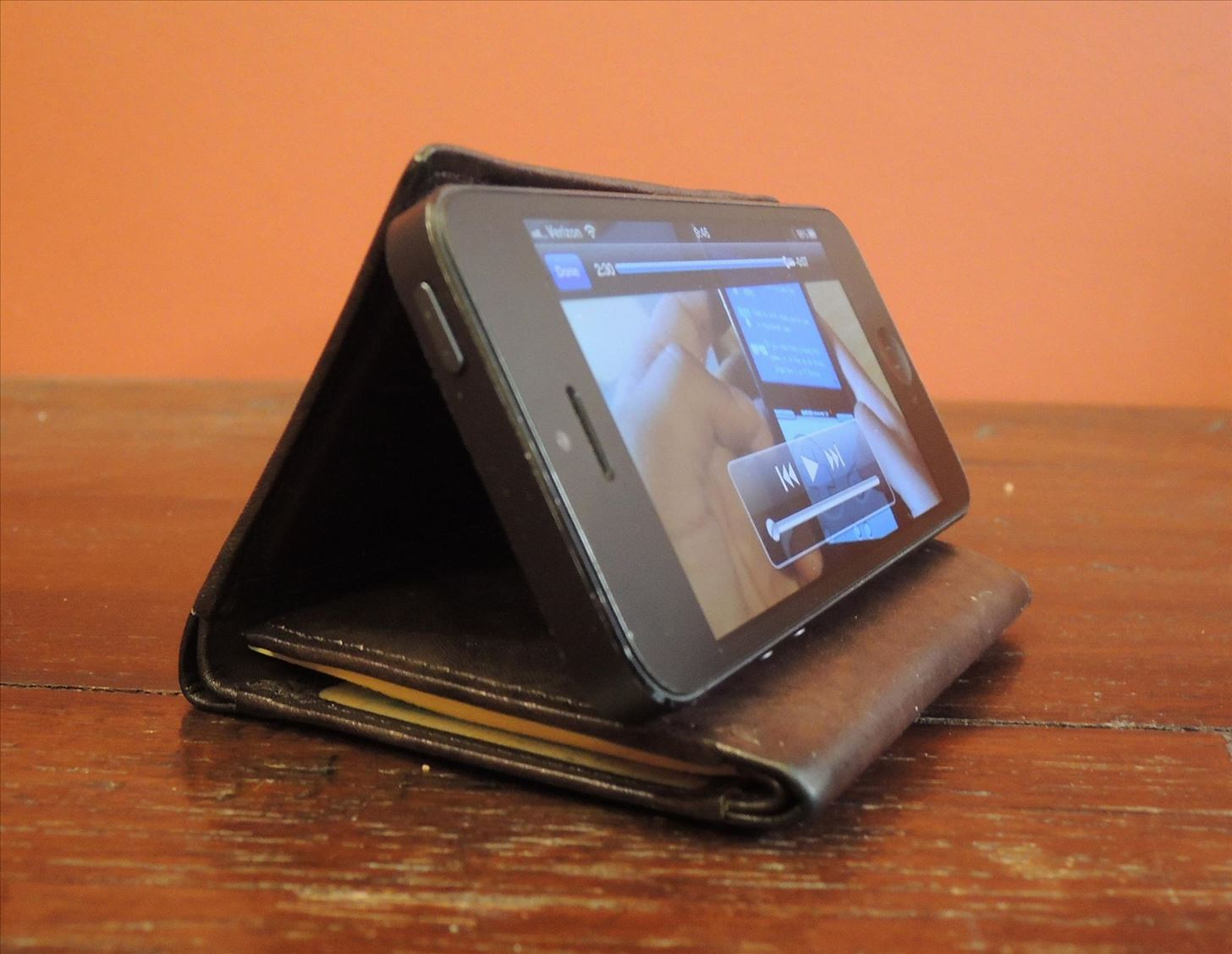 No Smartphone Stand? Just Use Your Wallet