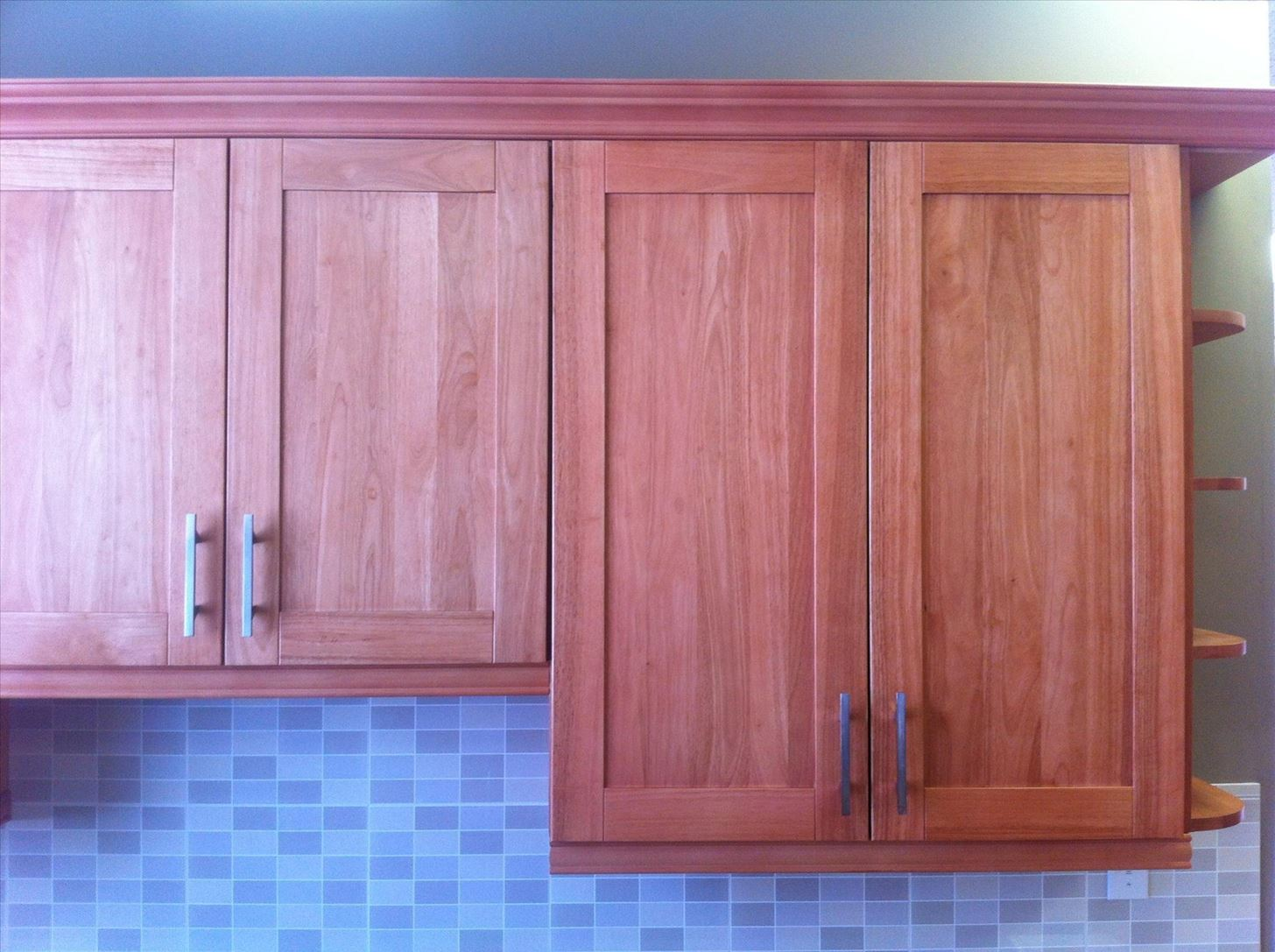 how to adjust the alignment of cabinet doors construction repair wonderhowto. Black Bedroom Furniture Sets. Home Design Ideas