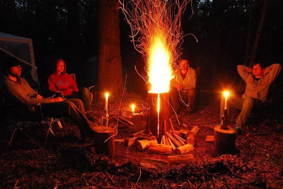 How to Make an All-Night Campfire with Just One Log