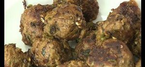 Prepare hot and spicy meatballs with garlic and pepper