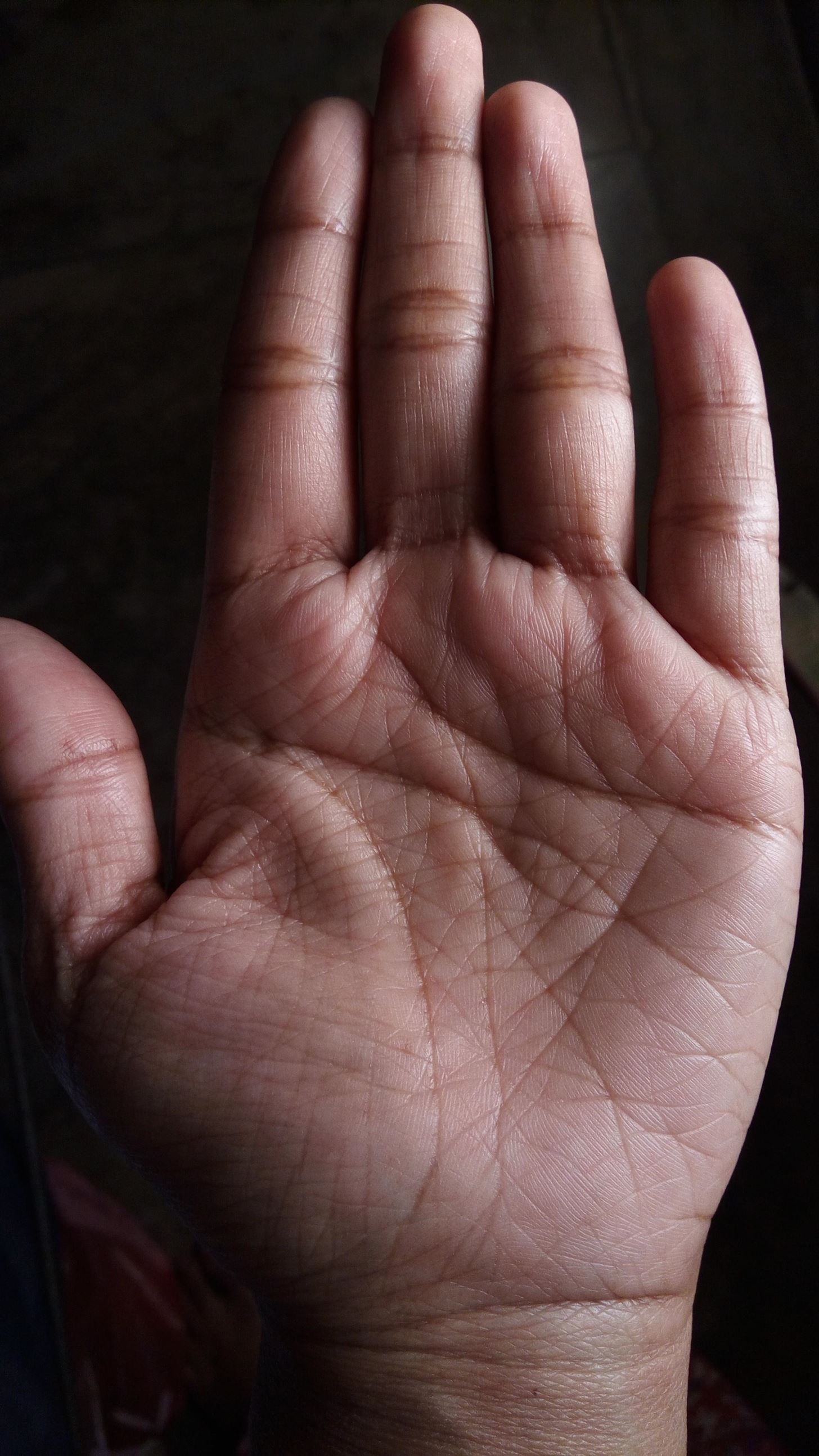 How to Give a palm reading with hand lines that break or