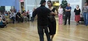 Perform colgadas in tango