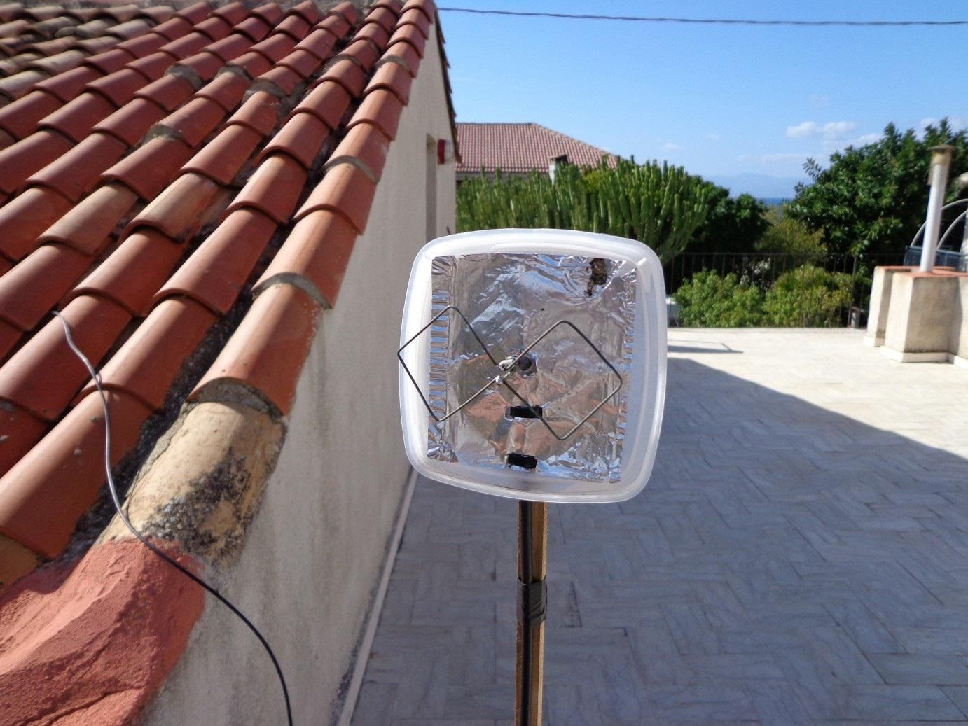 Extend Your Wi-Fi Signal with This Super Cheap and Easy-to-Make Directional Biquad Antenna