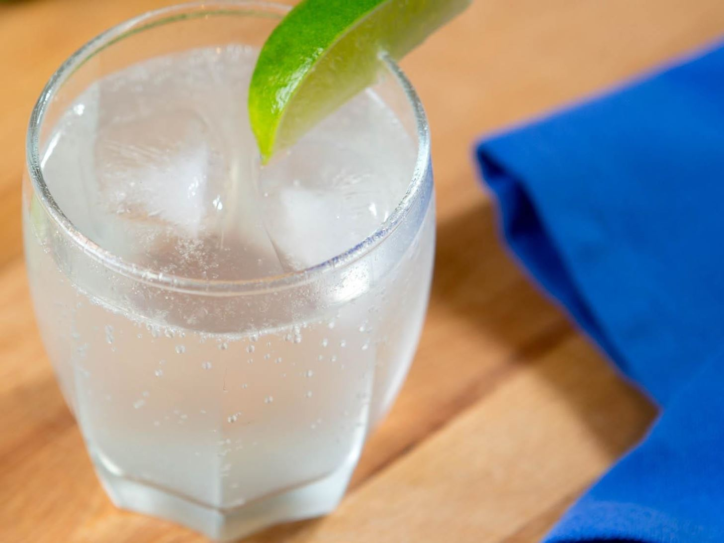 This is the Difference Between Club Soda, Seltzer, and Sparkling Water