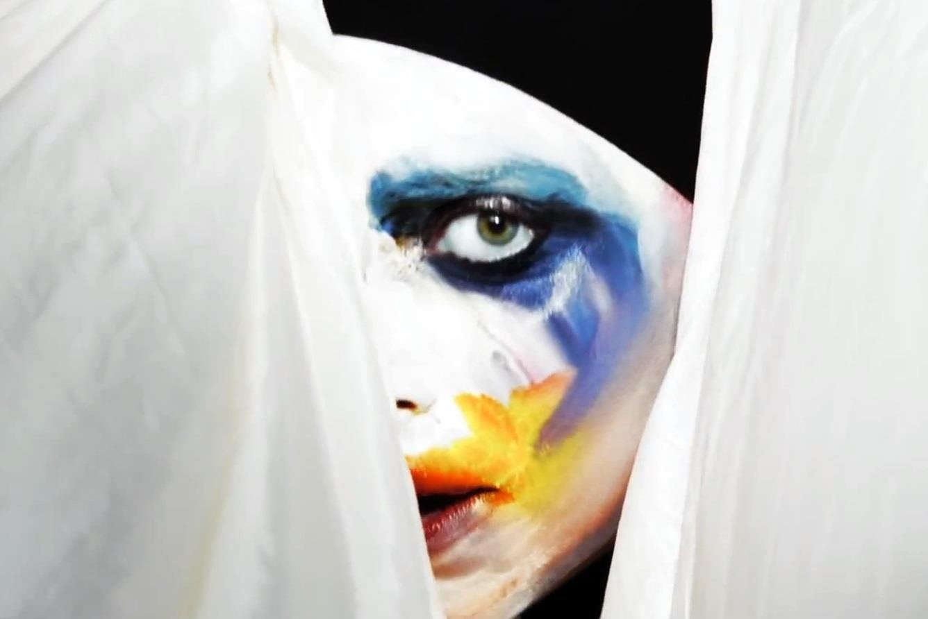 "How to Do Lady Gaga's Creepy ""Applause"" Clown Makeup for Halloween"