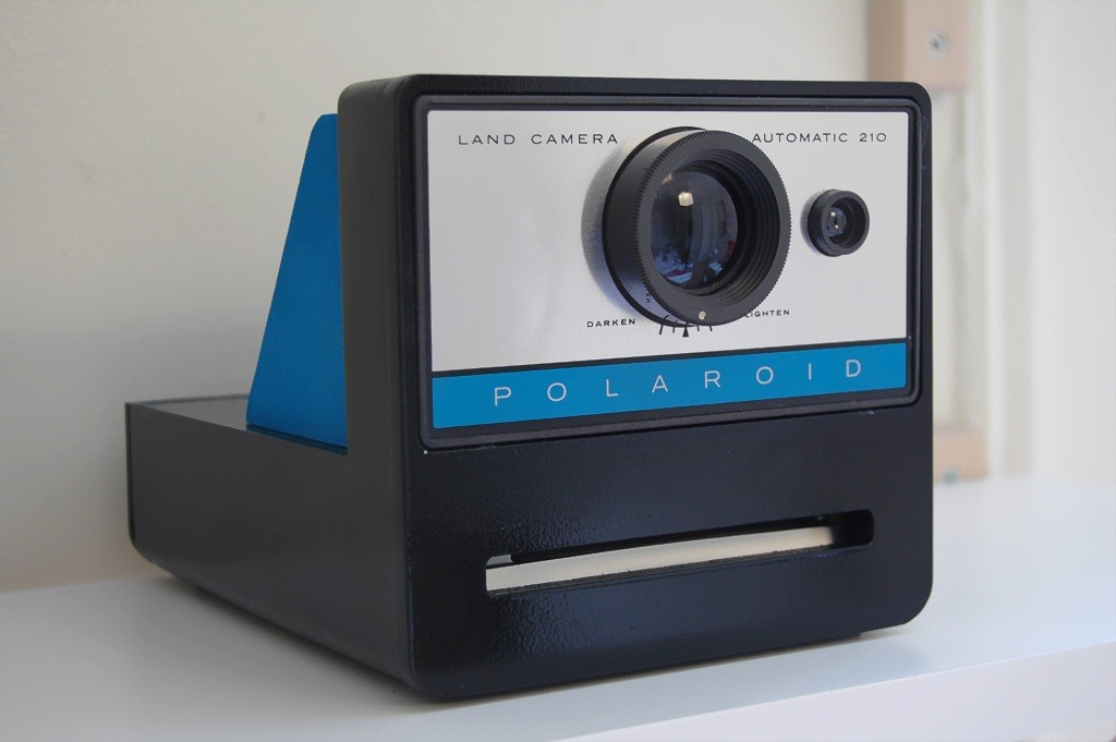 Print Memorable Photos of Your Digital Life Online Using the Polaroid Cacher