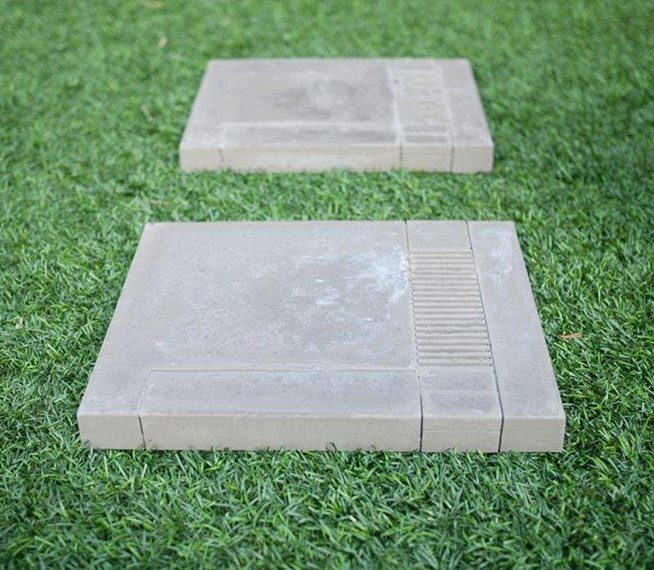 Step up your yard 39 s game with these concrete nes stepping for Abris de jardin sans dalle beton