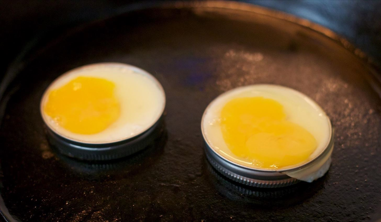 Make Perfectly Circular McMuffin-Style Eggs Without Special Tools