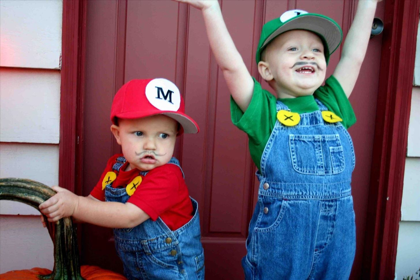 #10DIY Super Mario Brothers Costume  sc 1 st  Halloween Ideas - WonderHowTo & 10 Cheap Easy u0026 Awesome DIY Halloween Costumes for Kids ...