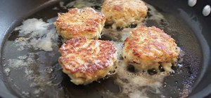 Make crab cakes like a chef