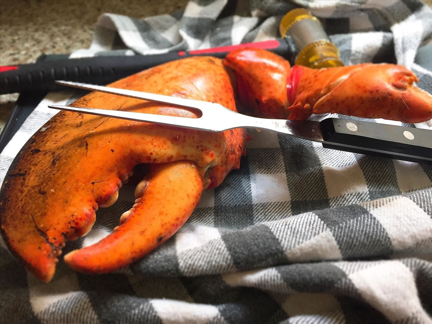 How to Get Crab & Lobster Meat Out Without Any Special Tools