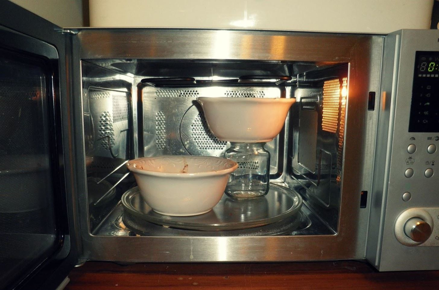 http://img.wonderhowto.com/img/99/88/63527982735567/0/10-tricks-you-need-use-for-better-tasting-food-from-your-microwave.w1456.jpg